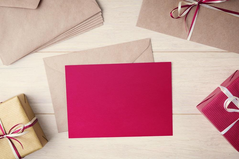 Briefkuverts und Geschenke für Geschäftspartner