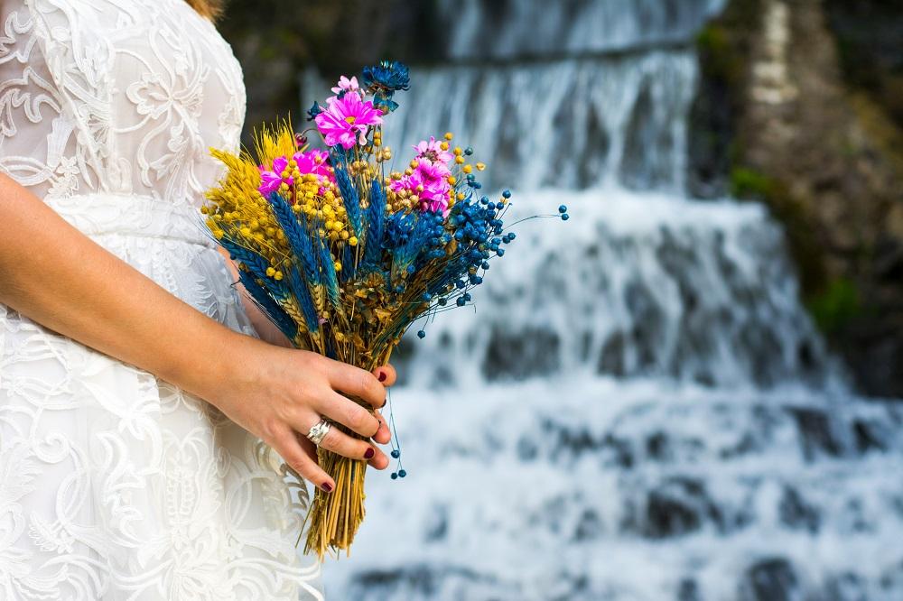 Wiesen-Brautstrauß für Last-Minute-Hochzeit