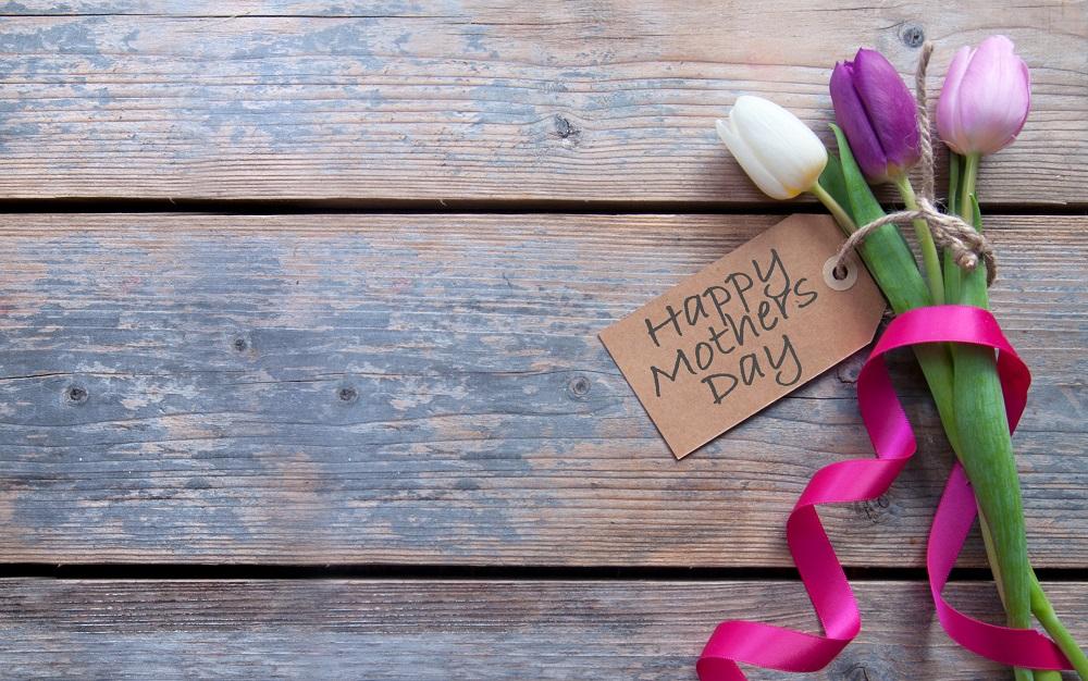 cMit einer lieben Botschaft verleihen Sie auch einem klassischen Geschenk wie dem Blumenstrauß eine persönliche Note.