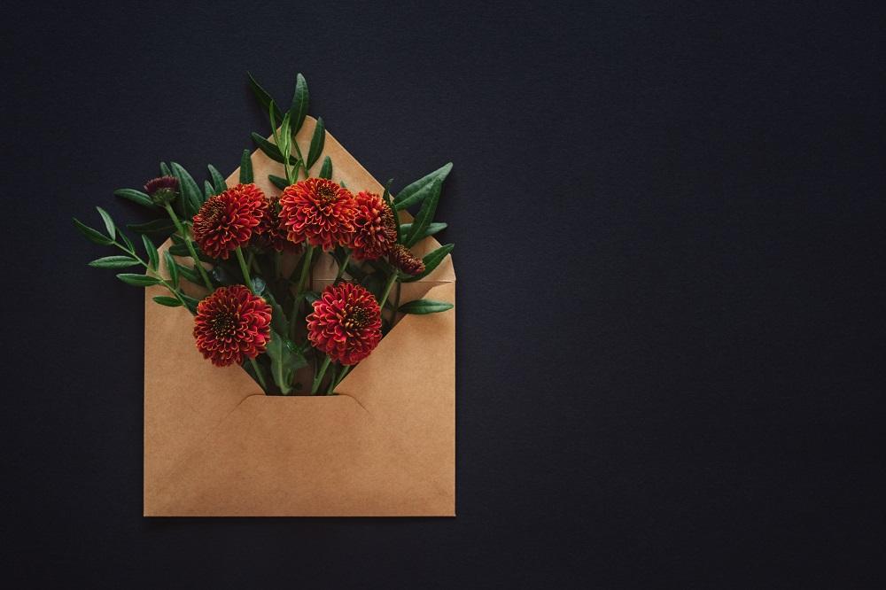 Glückwünsche zur Hochzeit für Geschäftspartner wie ein in Worte gefasster Blumenstrauß