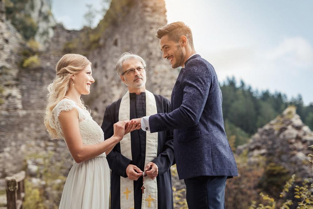 Hochzeitseinladung schreiben, die zum Hochzeitspaar passt