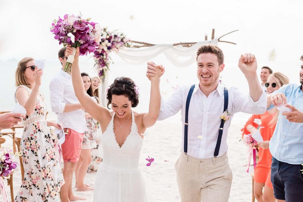 Hochzeitsfotograf finden: Hochzeitspaar nach Trauung