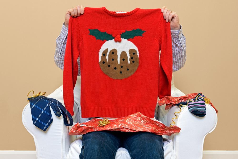 Lustiger Weihnachtspulli als Idee für das Weihnachtsfoto