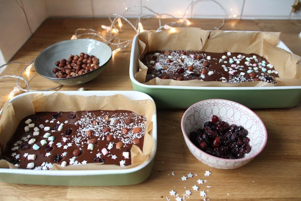 Verzieren von Weihnachtsschokolade