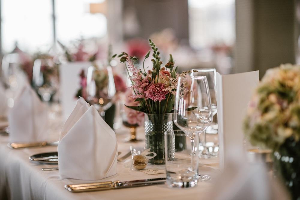 Dekoration für die Hochzeit planen