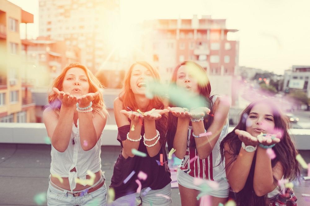 junge Frauen beim Junggesellinnenabschied