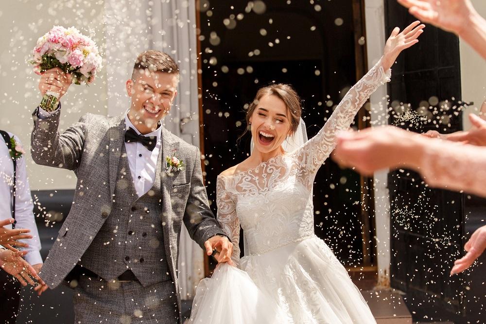 Brautpaar bei standesamtlicher Trauung