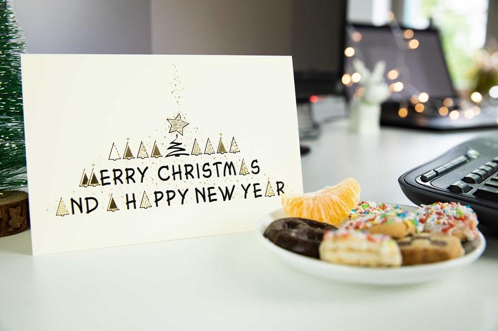 Danksagung zu Weihnachten auf Schreibtisch