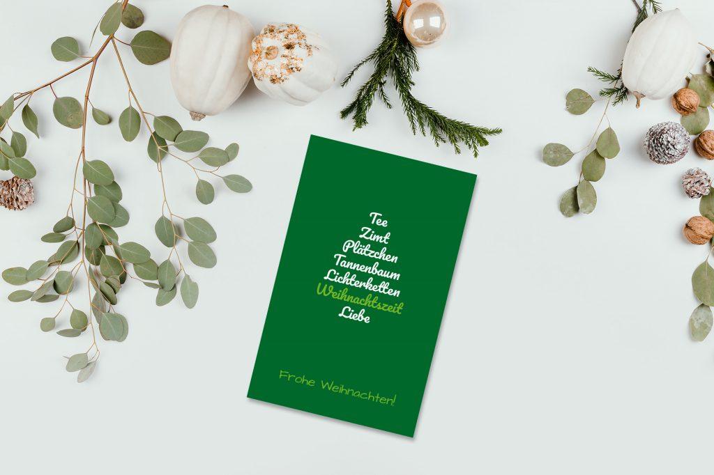 Weihnachtskarte mit Wörter-Tannenbaum selbst gestalten.
