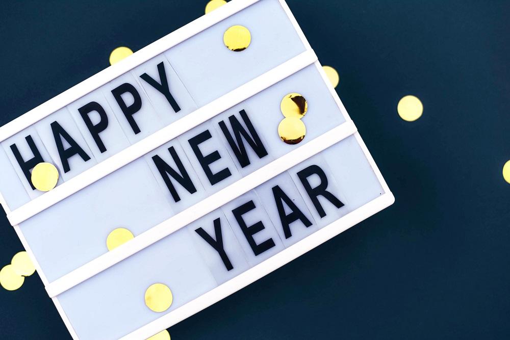 Tafel mit Neujahrswünschen an Mitarbeiter