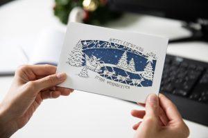 Raffinierte Weihnachtskarte mit Cutout