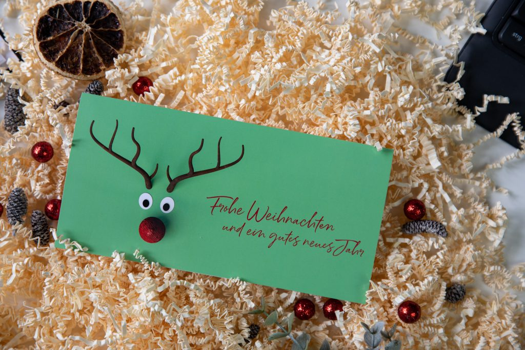 Elch-Weihnachtskarte passt zu lustigen Weihnachtssprüchen