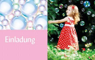 Einladungskarte mit Seifenblasen und kleinem Mädchen