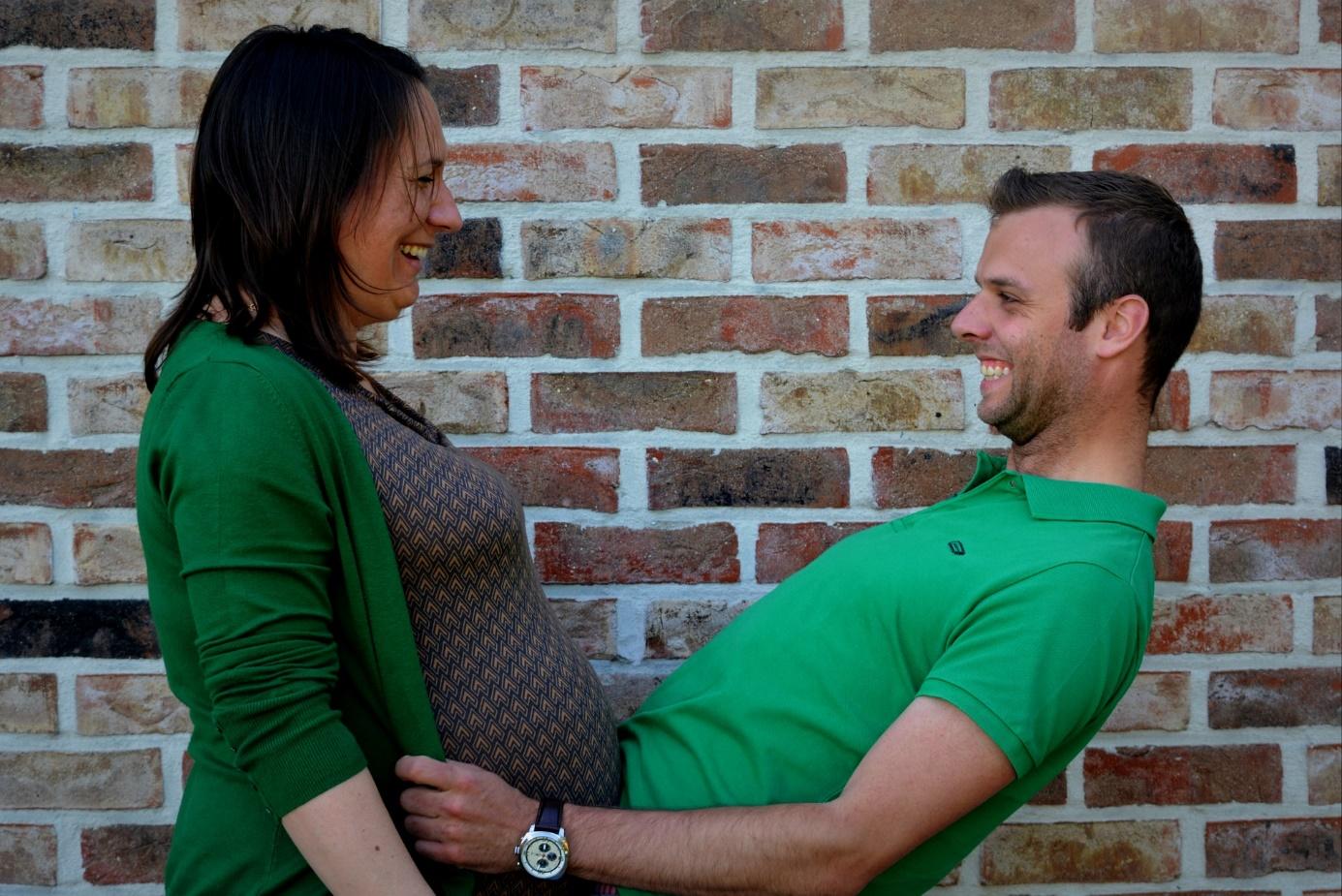 Schwangere Frau mit ihrem Mann