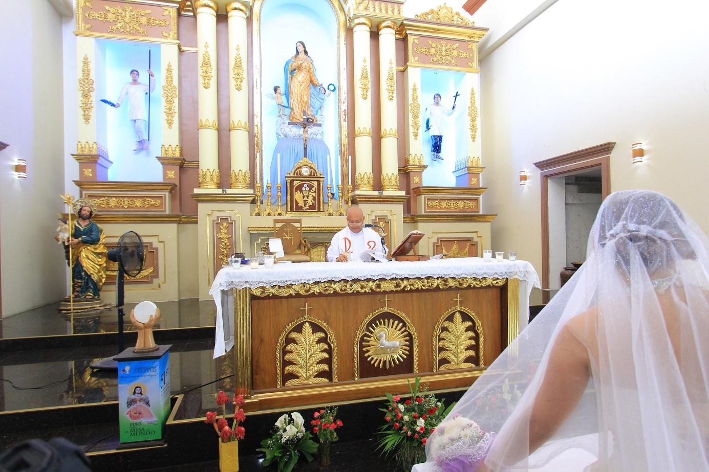 Braut auf dem Weg zum Altar