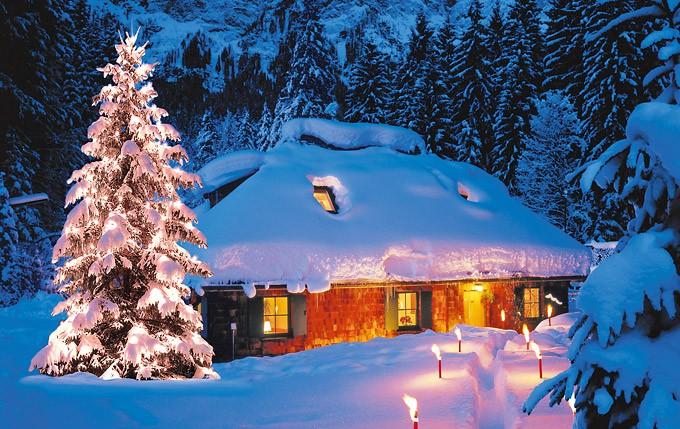 Waldhütte im Schnee