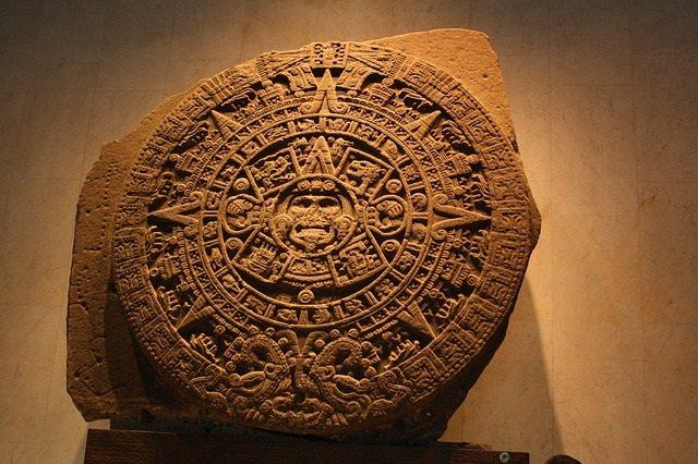 Replikat eines aztekischen Sonnenkalenders