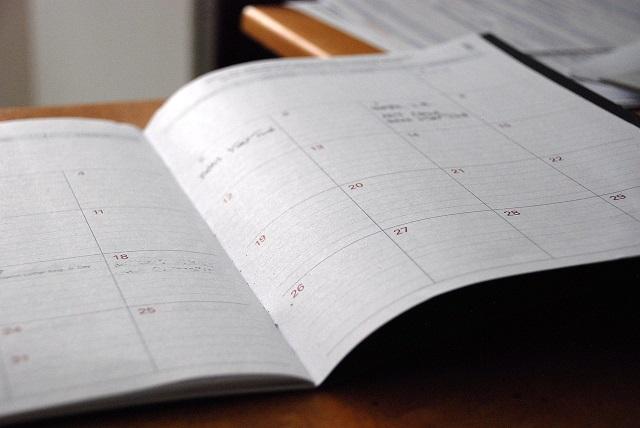 Aufgeschlagener Kalender