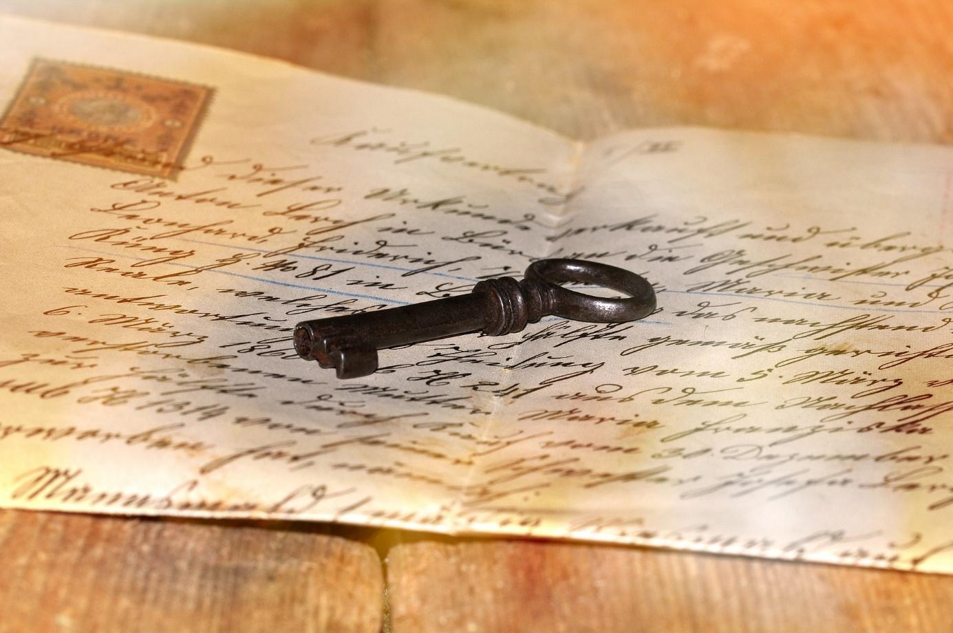 Schlüssel auf Brief
